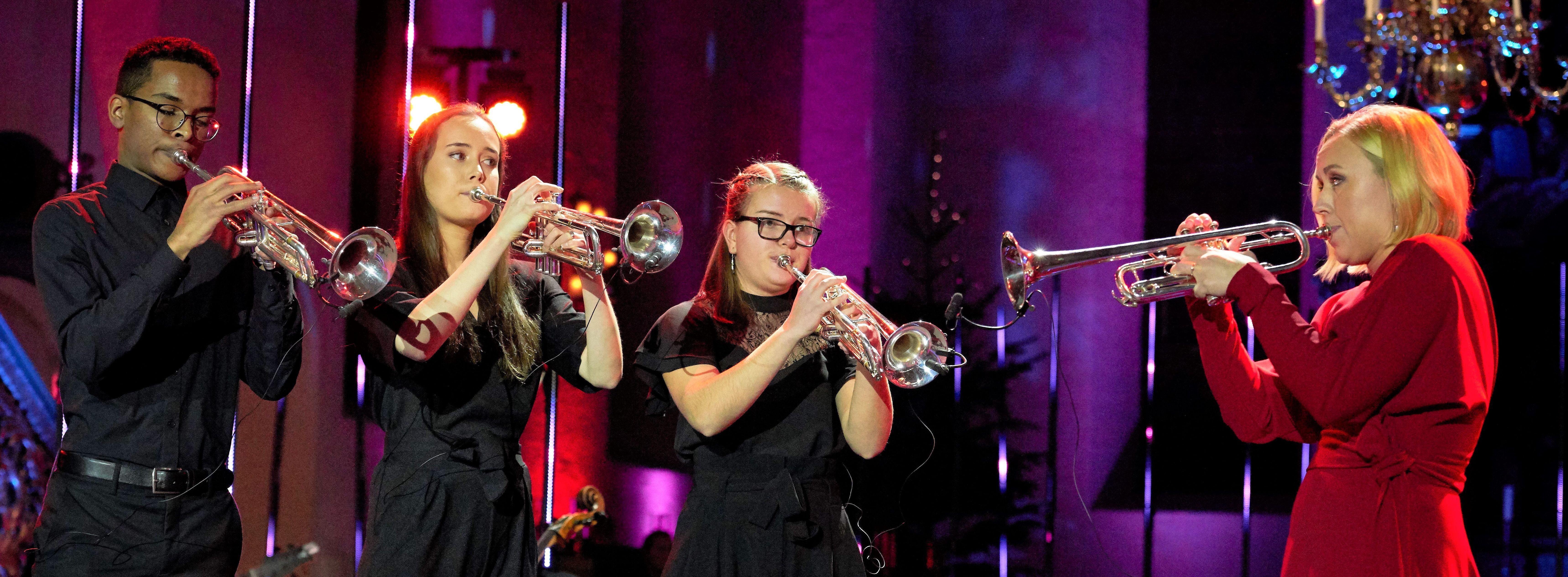 Tine Thing Helseth og talenter opptrer på Desembertoner 2018.